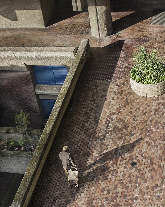 CRACKING THE CONCRETE - INSIDE THE BARBICAN I Old man shopping I ©HEARTBRUT / Karin Hunter Bürki