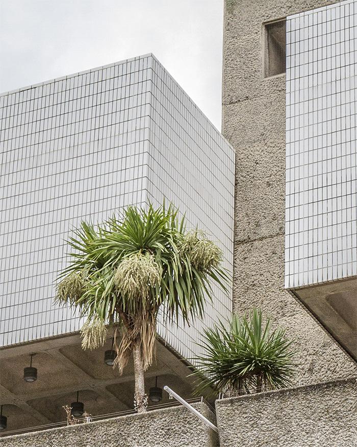Barbican Estate I Detail with Palmtree I ©HEARTBRUT / Karin Hunter Bürki