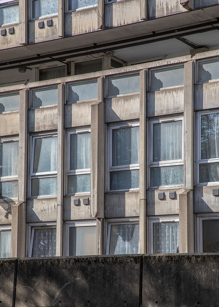 ROBIN HOOD GARDENS, LONDON, DESIGNED BY ALISON & PETER SMITHSON (DETAIL VIEW) I © HEARTBRUT / KARIN HUNTER BÜRKI / 2019