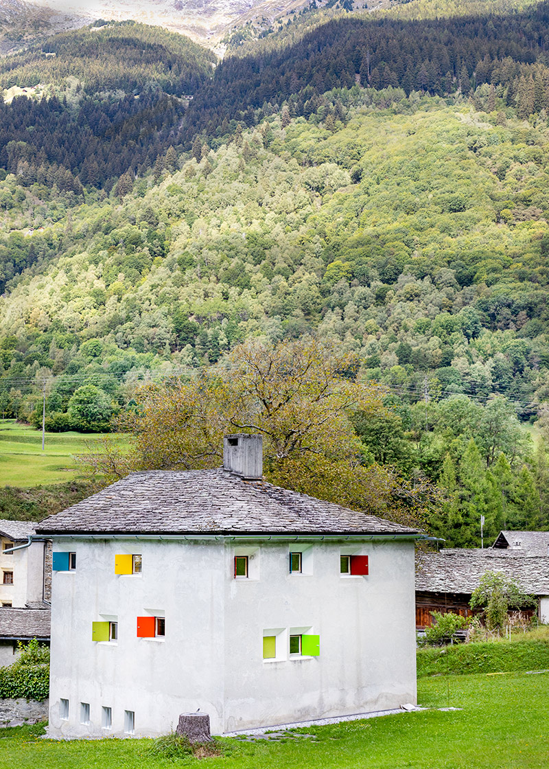 Haus Vogelbacher, Pierre Zoelly, Stampa, Bregaglia Valley, Canton of Grisons, 1978. A béton brut-based mountain house © Karin Bürki / Heartbrut.com
